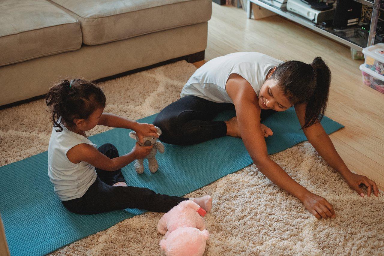 Atlas ćwiczeń – jak trenować w domu?