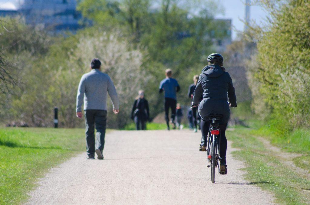 Często jeździsz na rowerze? Sprawdź jak zadbać o swoje zdrowie i bezpieczeństwo!